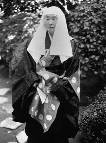 Buddhist nuns veil