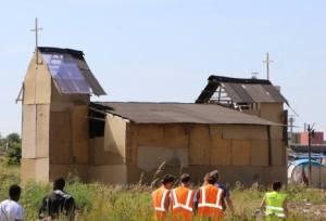 Chiesa campo rifugiati Calais (Francia)