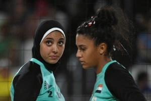 Beach volley. Atleta egiziana e atleta egiziana.